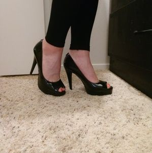 Guess Patent BLK Peep-Toe Pumps SZ 9.5